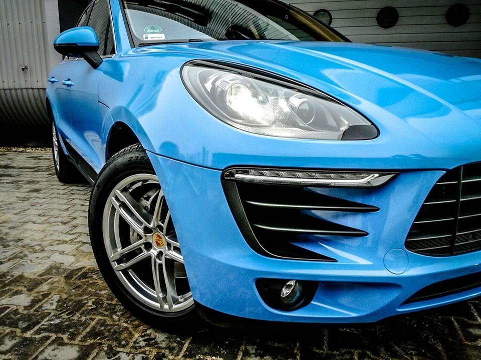 oklejanie auta na niebiesko