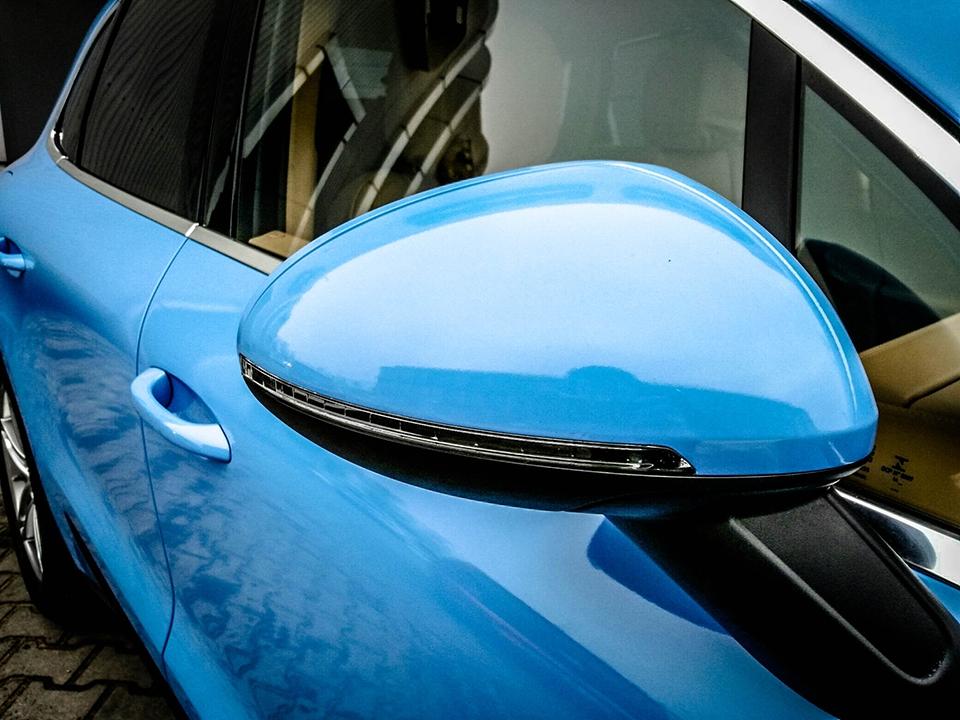 niebieska folia na samochód