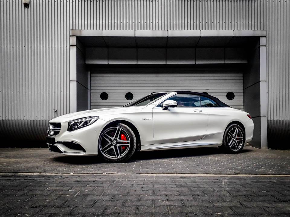 matowy Mercedes C cabrio