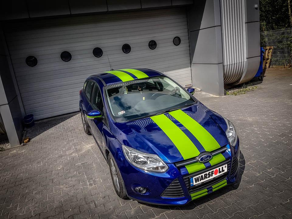 oklejanie samochodu na niebiesko